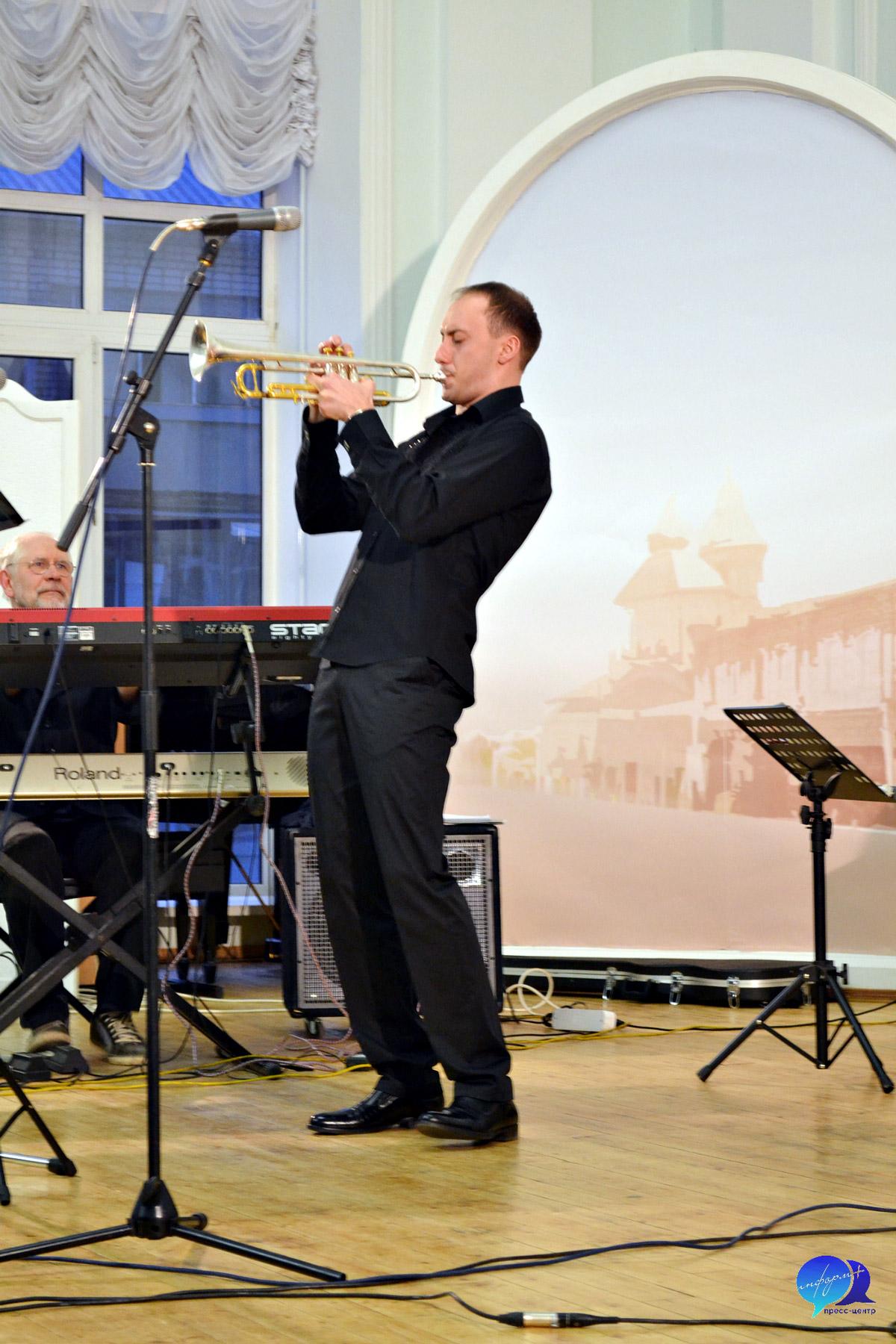 Дмитрий Момьпан — Иван Хоров (труба)